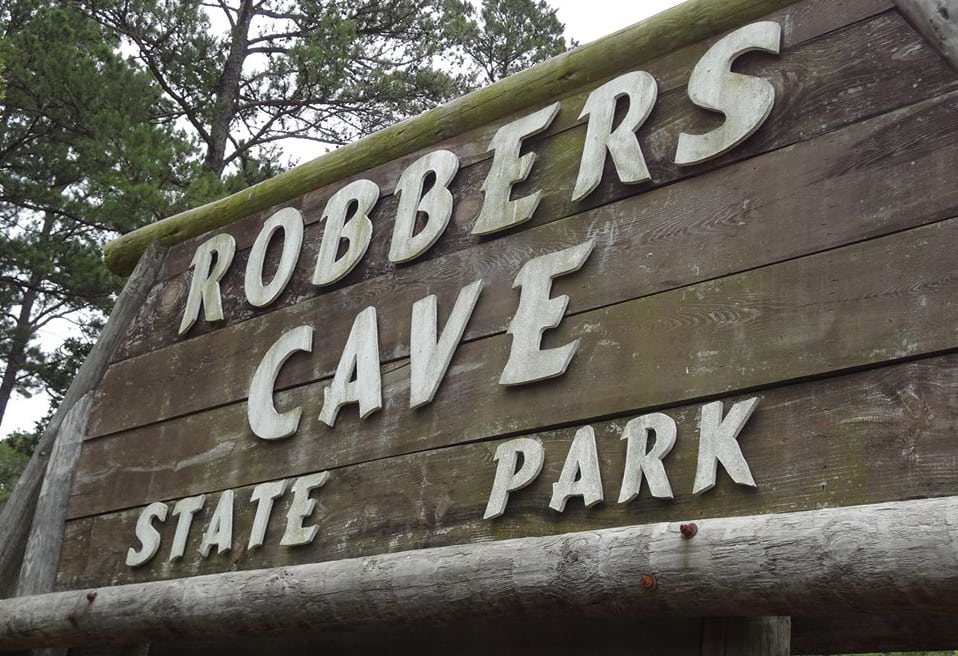 Robbers-Cave-sign
