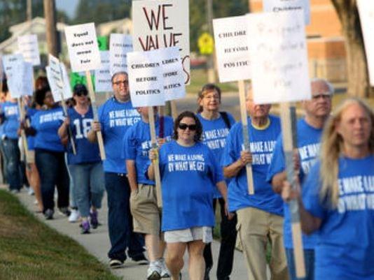 1408721758000-striking-workers