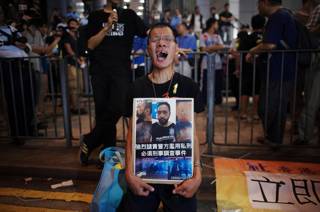 Police Move In To Clear Away Hong Kong Protest Sites