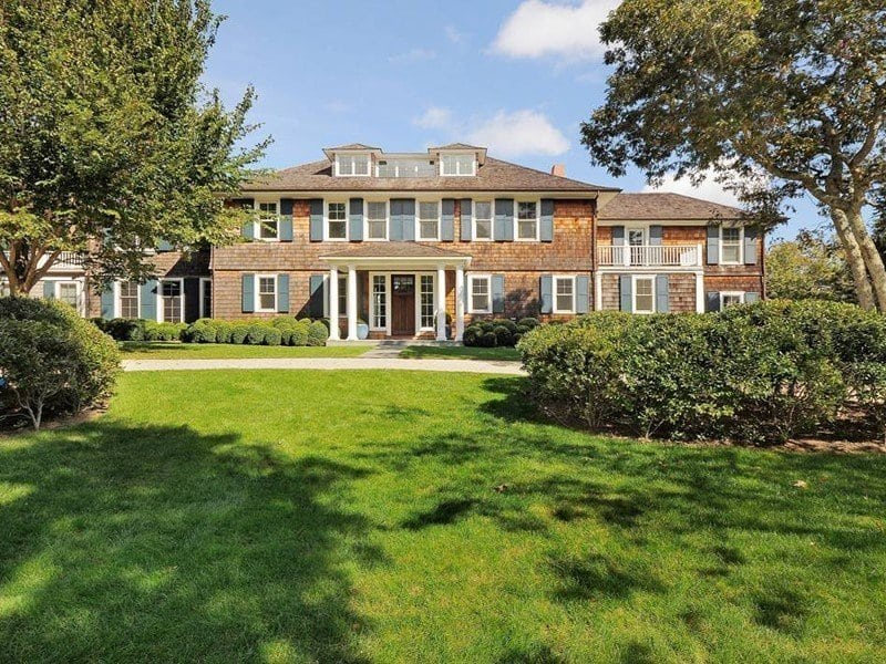 the-six-bedroom-amagansett-new-york-mansion-was-actually-rented-by-the-clintons-last-year-around-this-same-time
