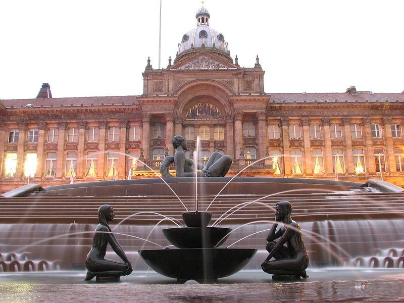 800px-Victoria_Square,_Birmingham_at_dusk